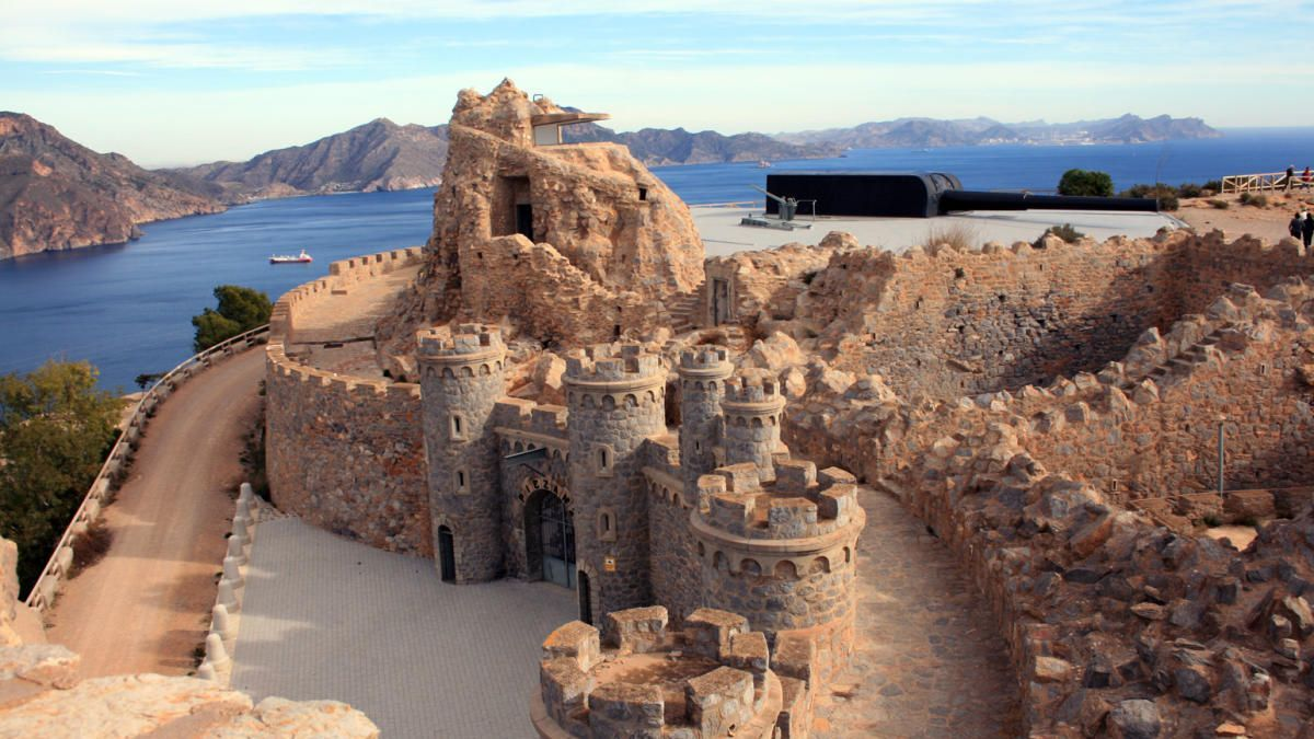 Castillitos de Cartagena, un paseo entre cañones y murallas de otro siglo