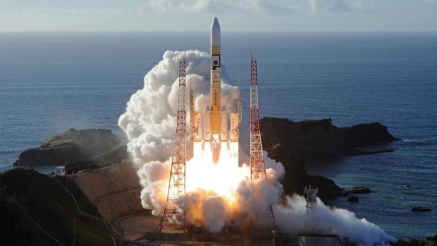 Emiratos Árabes lanza con éxito una sonda hacia Marte