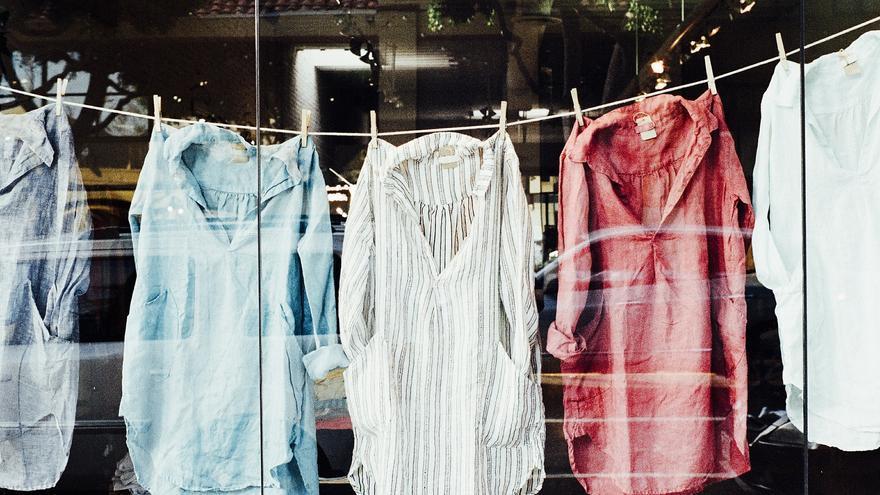 Cómo hacer tu propio suavizante muy fácil para que la ropa huela de maravilla
