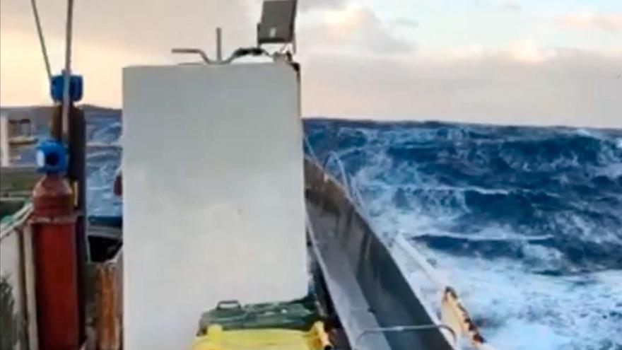 Barcos gallegos buscan refugio del temporal en la costa de Irlanda
