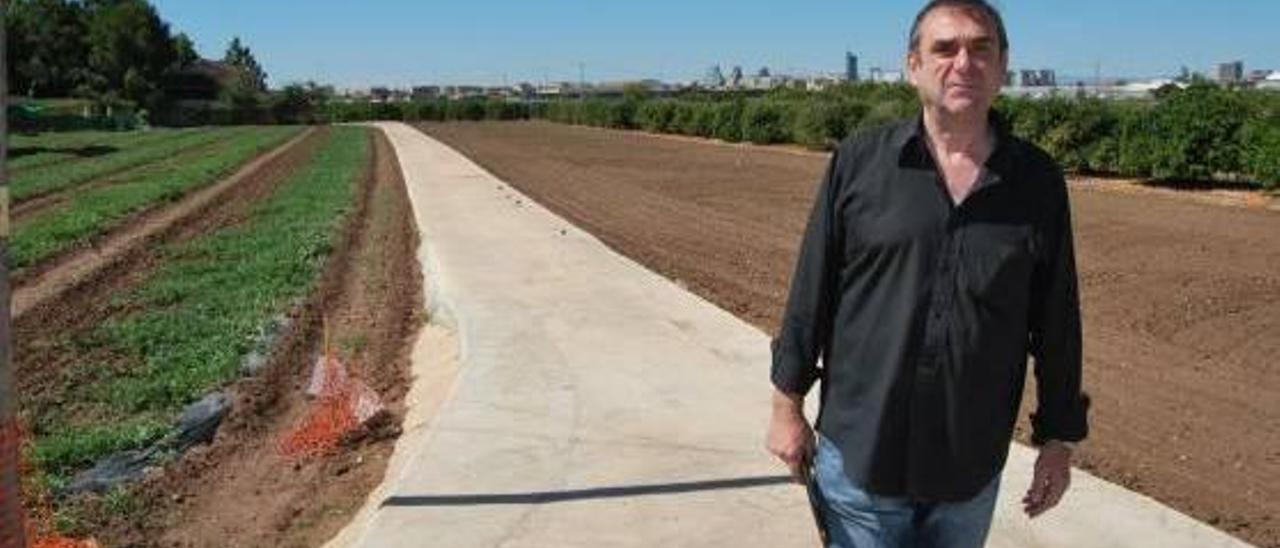 "Josep Duart a las afueras de Carpesa, ""tan cerca y a la vez tan lejos"" de la capital."