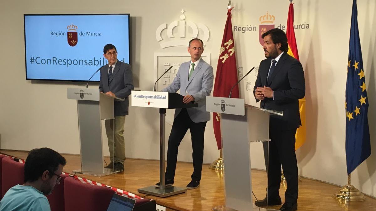 Miguel Motas presenta las nuevas ayudas a los trabajadores de los ERTE tras el Consejo de Gobierno de este jueves. CARM