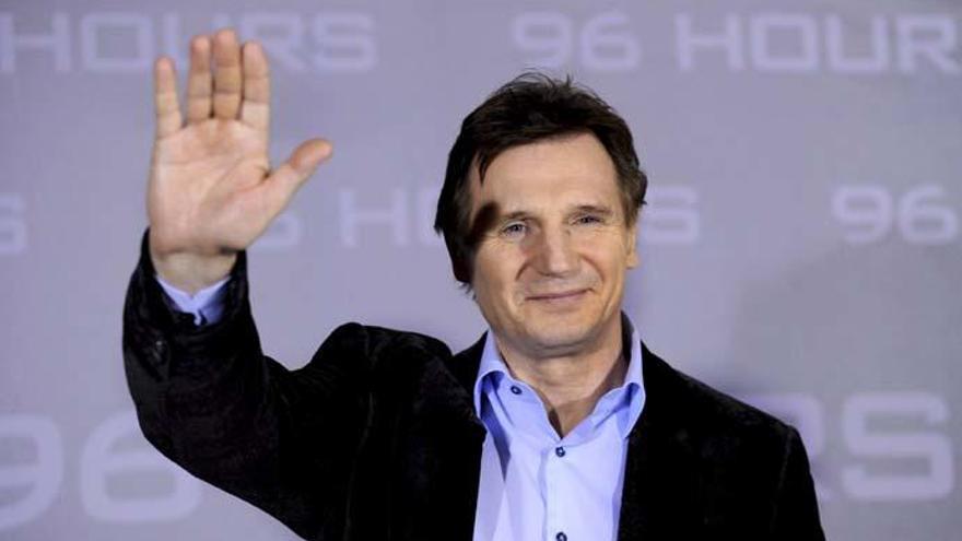Liam Neeson podría acompañar a Chris Hemsworth en 'Men in Black'