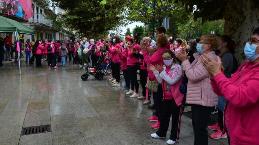 """Masivo """"aplauso solidario"""" en Adicam para apoyar la lucha contra el cáncer"""