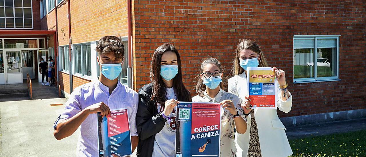 Nicolás Miguelez, Claudia Machado, Sara Rodríguez e Irene Blanco, impulsores del proyecto.  | // ANXO GUTIÉRREZ