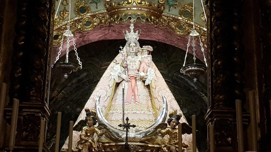 La Virgen de Araceli vuelve de madrugada a su santuario de Aras en Lucena
