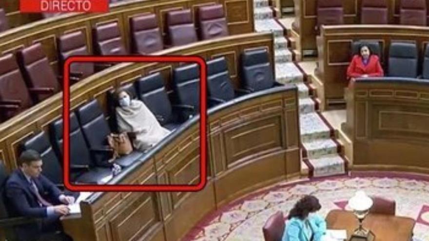 La preocupante imagen de Carmen Calvo en el Congreso de los Diputados