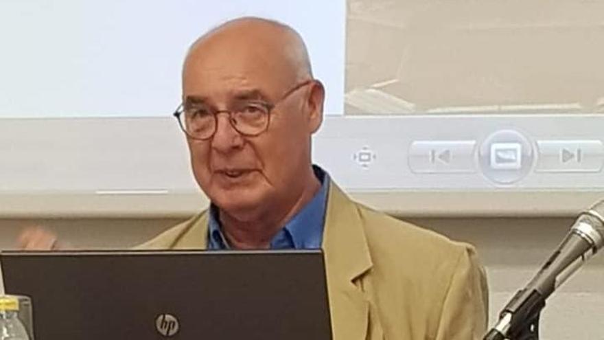 Baltasar Bueno, durante una conferencia