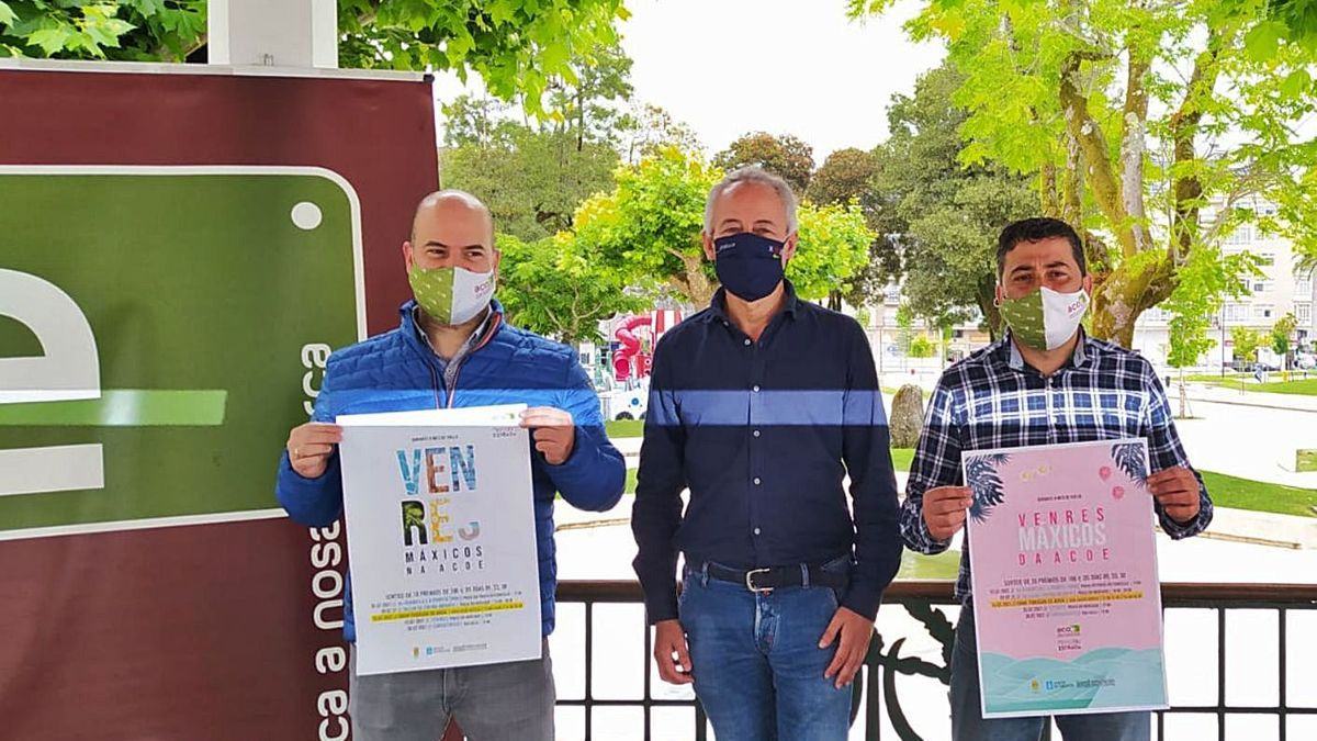 Jorge Fuentes, Juan Constenla y Alfredo González, ayer en la alameda estradense. |  // A.CELA