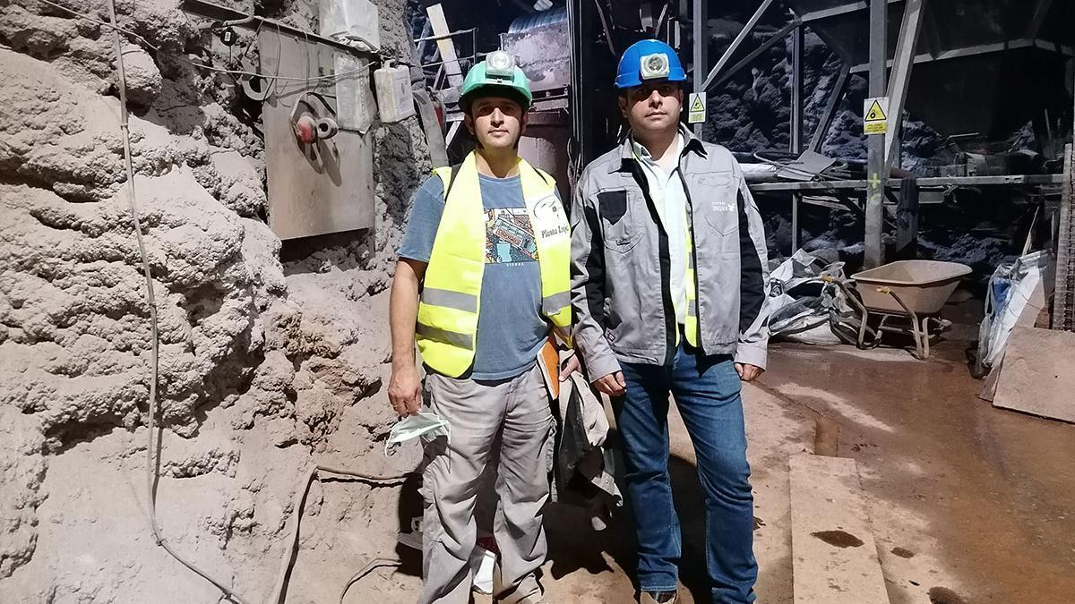 Rafael Navarro, géologo de la mina, y Juan Carlos Santamarta, investigador de la ULL.