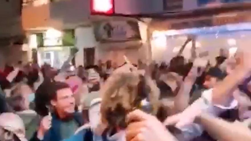 La Policía Local de La Oliva identifica a un grupo de personas que festejó la Nochevieja en Corralejo