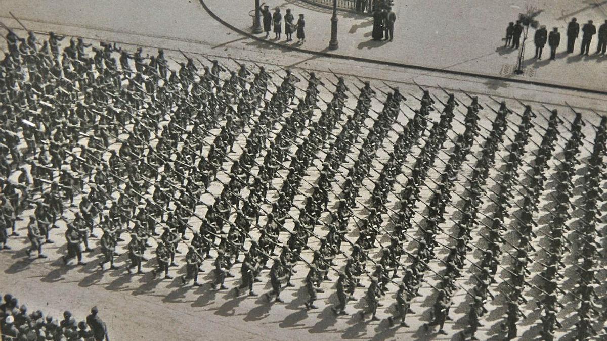 Desfile da Victoria en Valencia de 1939.   | // MUSEO RIMONDEZ DA ESTRADA/FONDO BLANCO FUENTES