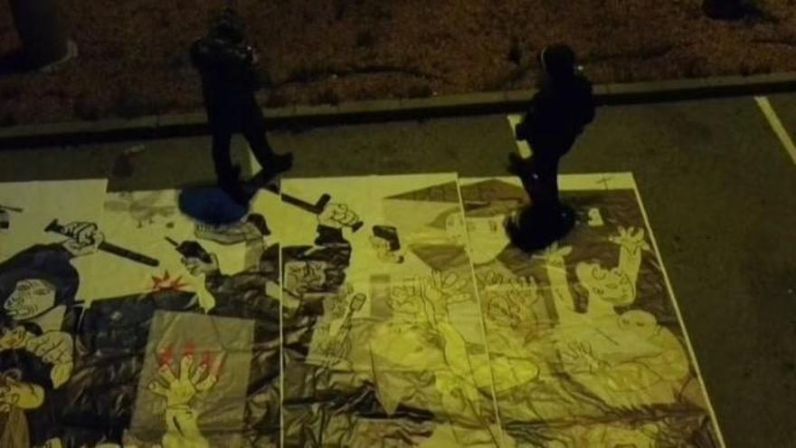 Desapareix el mural inspirat en el «Guernica» que Moià va penjar dijous per recordar l'1-O