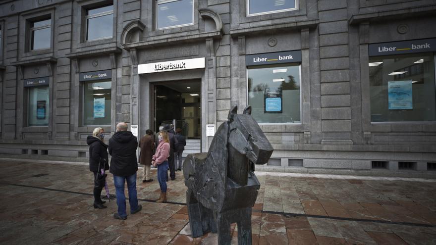 Liberbank y Unicaja, pendientes de la crítica ecuación del canje de títulos
