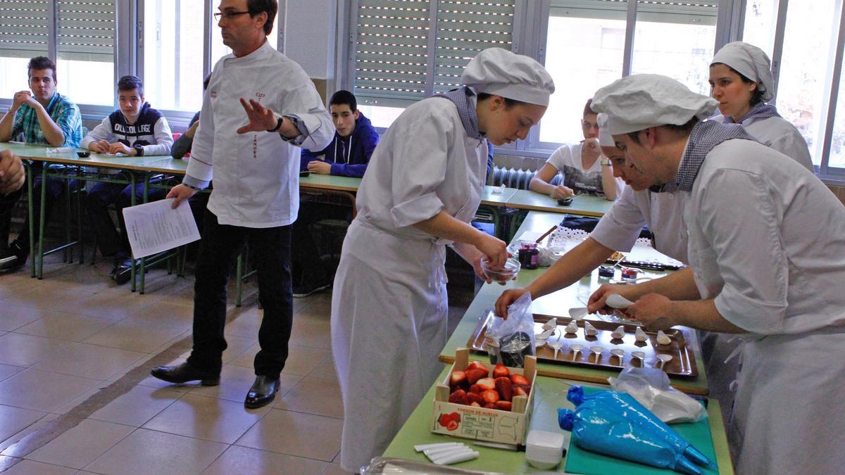 Exhibición de alumnos del grado de Cocina.