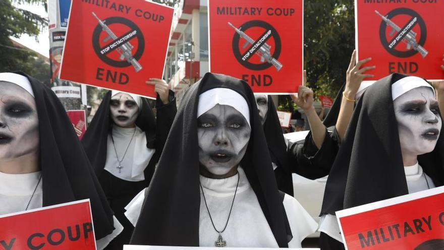 Miles de manifestantes retoman las protestas en Birmania contra la junta militar