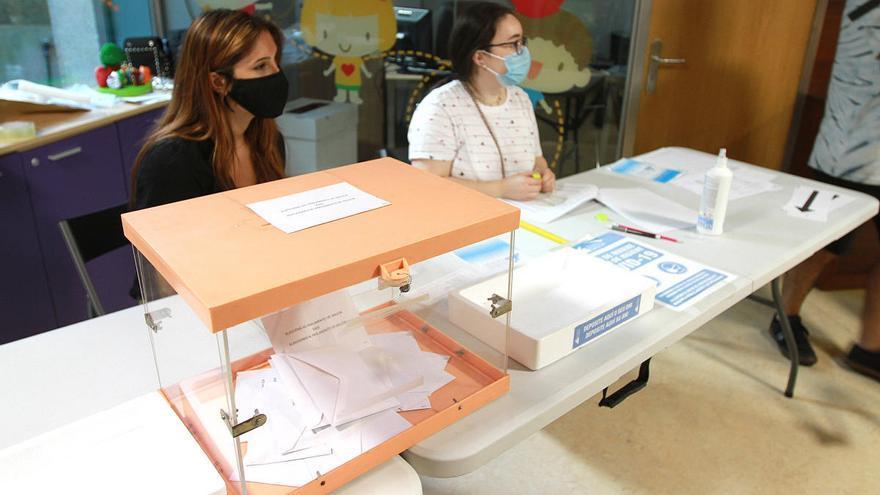 Se inicia el recuento del voto emigrante, que puede decidir un escaño en Pontevedra