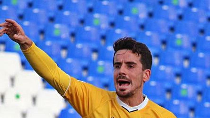 El Deportivo hace oficial el fichaje de Rafa de Vicente para su media