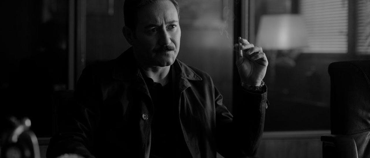 Carlos Santos se mete en la piel del detective Germán Areta.
