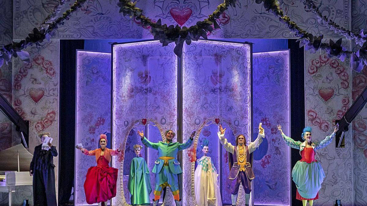 Escena de la ópera 'El tutor burlat', con los artistas del Centre de Perfeccionament.  | MIGUEL LORENZO/MIKEL PONCE