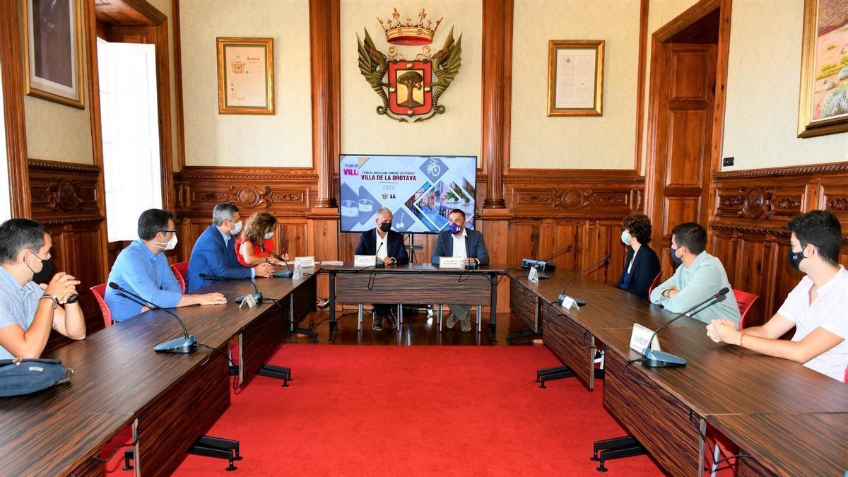 La reunión sobre el convenio entre el Ayuntamiento de La Orotava y la ULL para elaborar el PMUS