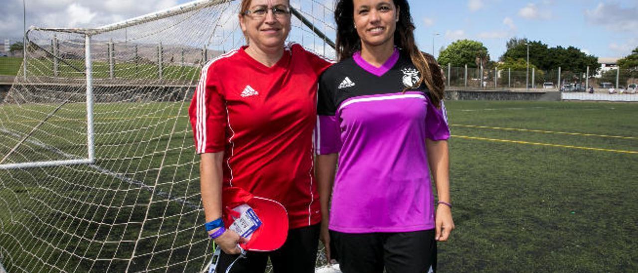 Begoña Hernández -izquierda- y Yurena de la Nuez, ayer en la Ciudad Deportiva de Maspalomas.