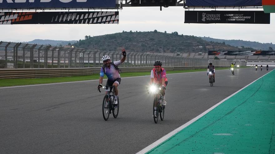 La victoria de las 12h Cycling Fest se queda en Cheste