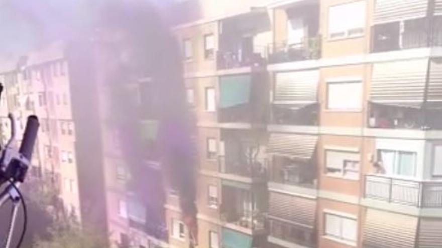 Un incendio calcina una vivienda en la calle Jerónima Galés