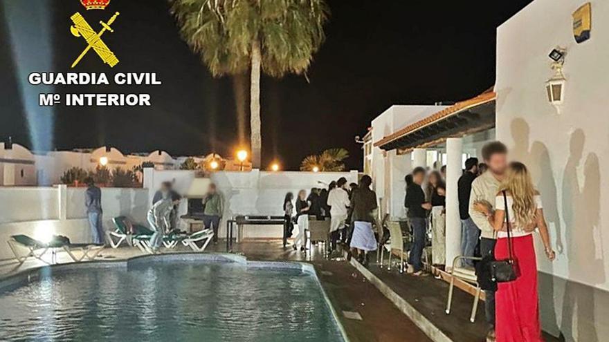 Denuncian a 84 turistas por una fiesta ilegal en una vivenda de Fuerteventura