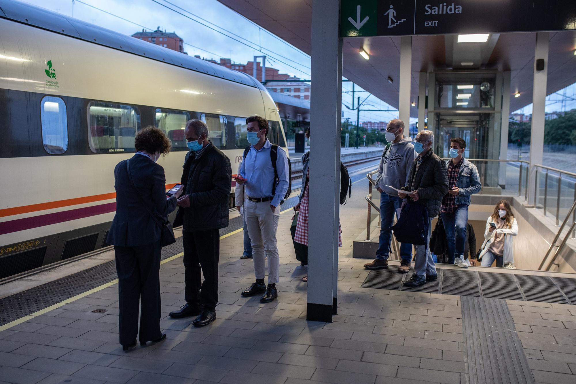 GALERÍA   Así regresa el tren madrugador a Zamora