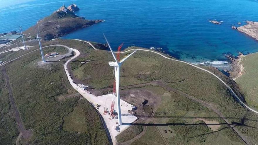 Gas Natural estrena la repotenciación eólica de cabo Vilán, que pasa de 22 a 2 molinos