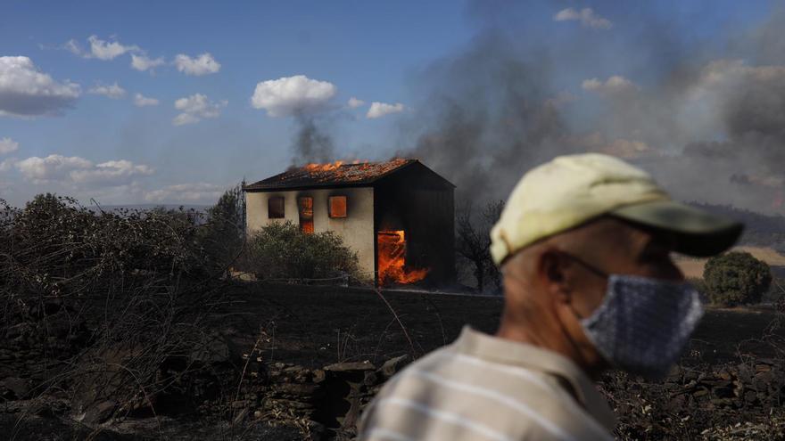 El fuego de Lober de Aliste declarado de nivel 2 por riesgo para la población de Domez