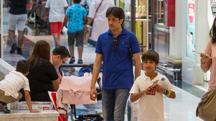 Las grandes superficies de Alicante reclaman abrir los mismos festivos que el comercio de las playas
