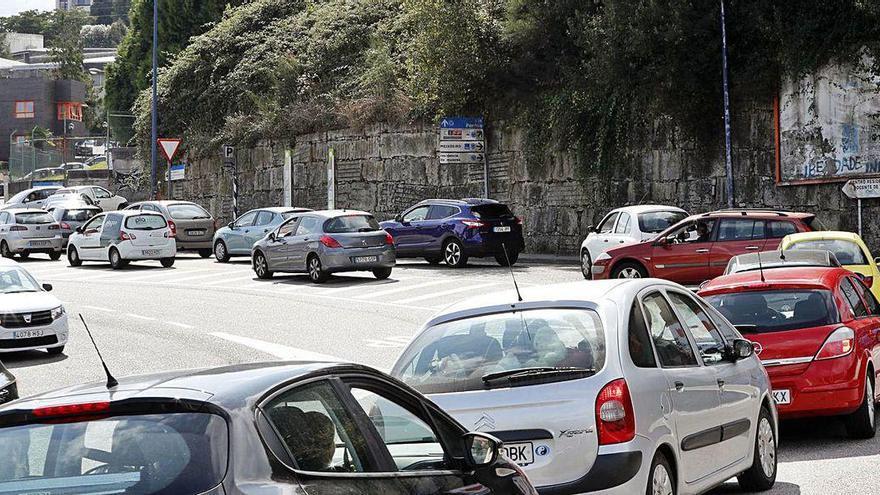 El Covid-Auto y una colisión en cadena colapsan los accesos a Vigo