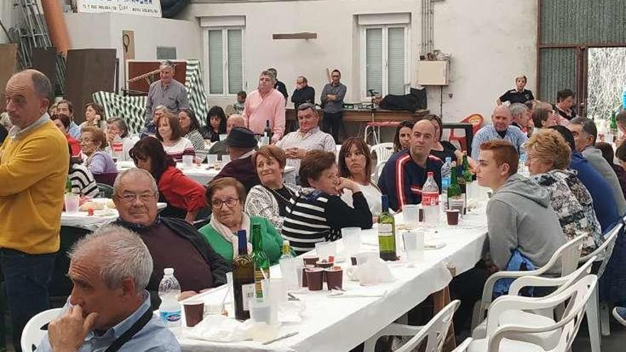 """""""San Justo y Pastor"""" homenajea a sus socios fundadores en la celebración de sus bodas de plata"""
