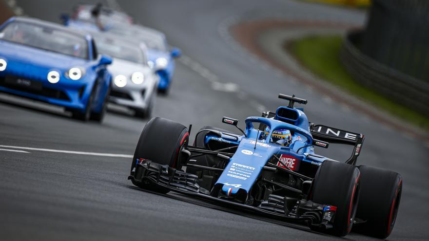 Alonso se exhibe en un preámbulo histórico a las 24 Horas de Le Mans