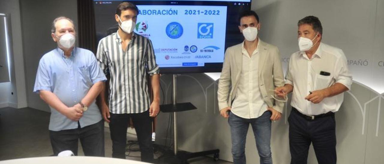 Gorka Gómez, Nando Álvarez y Fernández Lores, arriba. Vilchez firma el contrato, abajo.    // RVÁZQUEZ