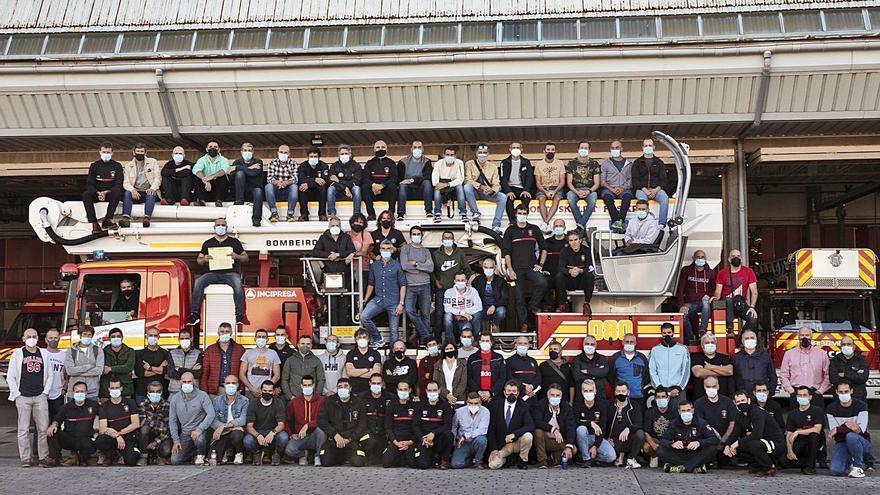Distinción a los bomberos por su tarea en pandemia