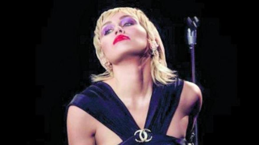 Miley Cyrus irrumpe con una imagen renovada