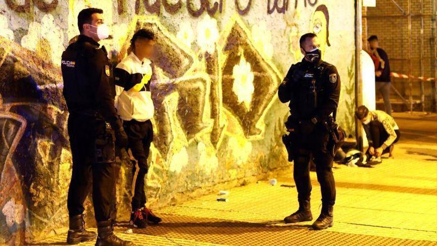 Dos jóvenes sacan una navaja a una chica para intentar violarla en Zaragoza