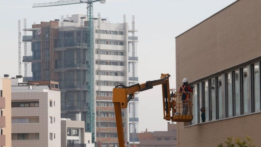 La Junta rebaja dos impuestos para relanzar la venta de viviendas