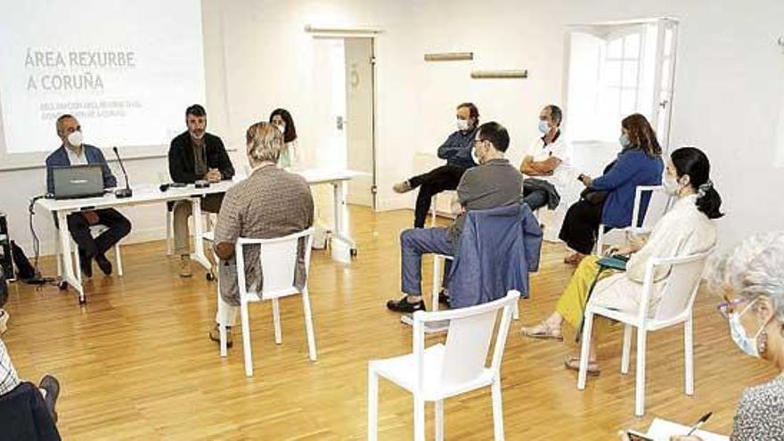 Vecinos y comerciantes exigen poder participar en el plan de dinamización de la Ciudad Vieja