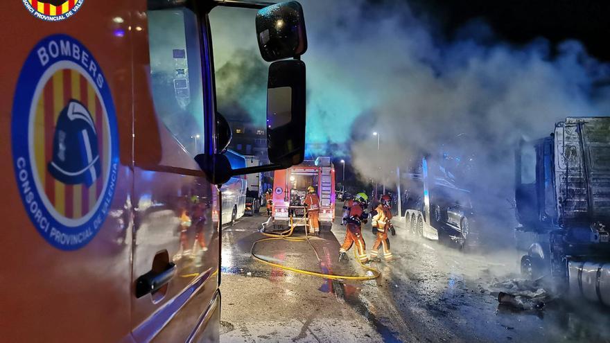 Incendio de un camión en Catarroja