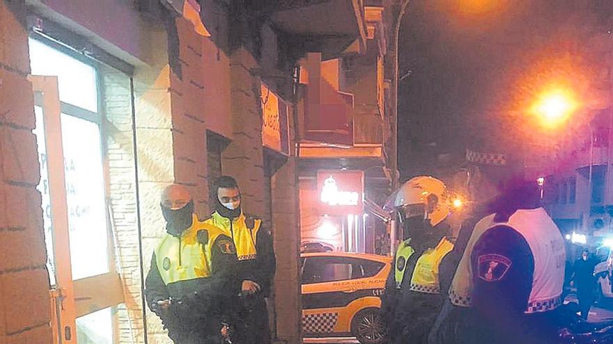 La policía autonómica cierra y desaloja un bingo abierto en el toque de queda