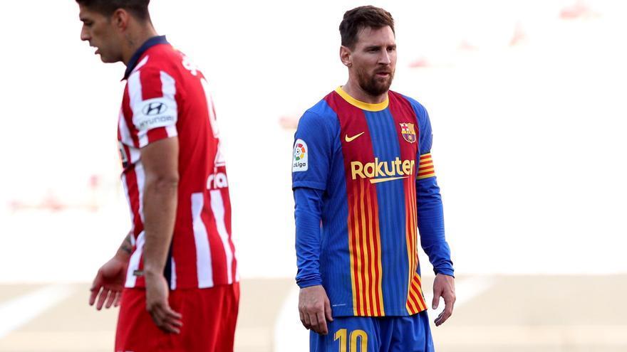 Barcelona y Atlético empatan y dejan el título en manos del Real Madrid