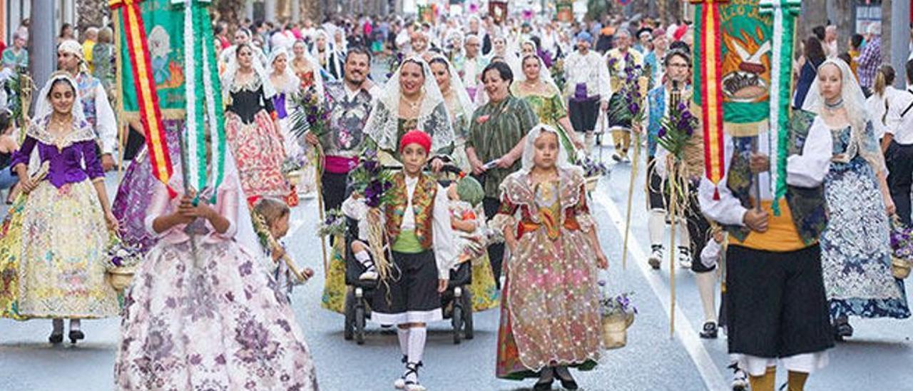 Desfile de Hogueras en San Vicente del Raspeig en una imagen de archivo.