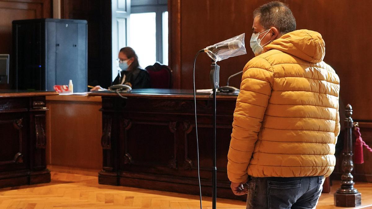 El acusado, durante su declaración en la Audiencia Provincial de Pontevedra.