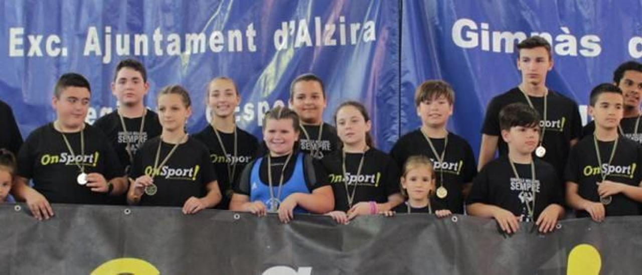Representantes del club de Alzira en los Jocs Esportius del territorio valenciano.