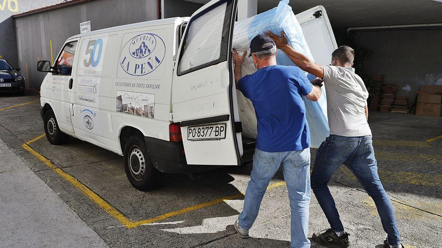 El transporte marítimo asedia al mueble gallego y dilata las entregas a 150 días
