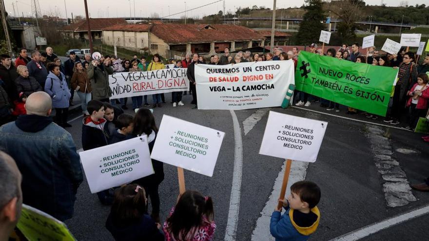 Vecinos de La Camocha amenazan con movilizarse por el centro de salud